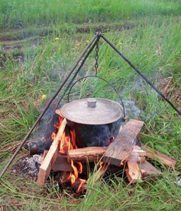 Приготовление ухи на рыбалке
