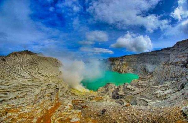Кислотное озеро Каваг Иен