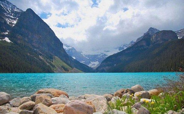 Самые красивые озера мира фото Изумрудное озеро, Канада