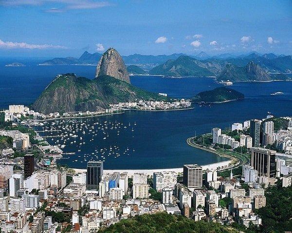 Республика Бразилия является самой крупной страной