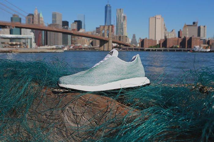Стильная обувь из мусора: новый концепт кроссовок Adidas из переработанного пластика