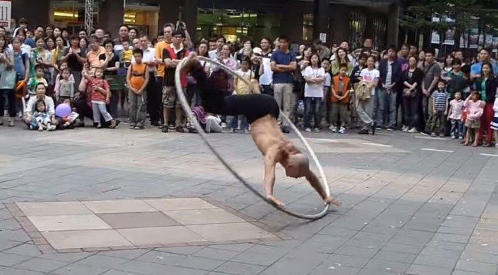 Потрясающее выступление «Витрувианского человека» из Тайваня