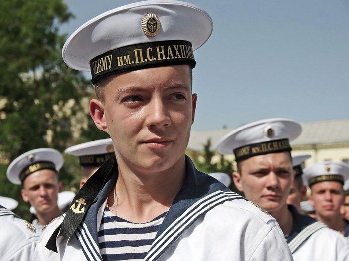 День Тельняшки: история знаменитой полосатой формы моряков