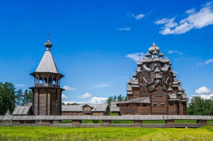 «Усадьба Богословка»: деревянный храм невероятной красоты