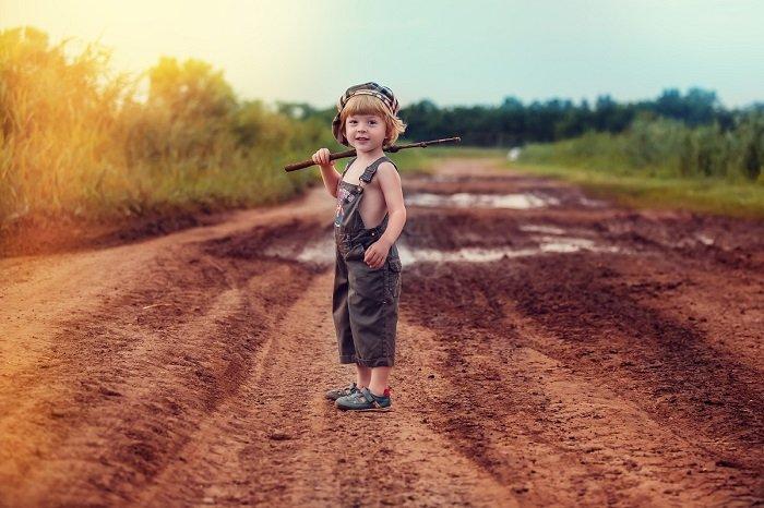 Беззаботное детство: 19 колоритных фотографий детишек во время каникул в деревне