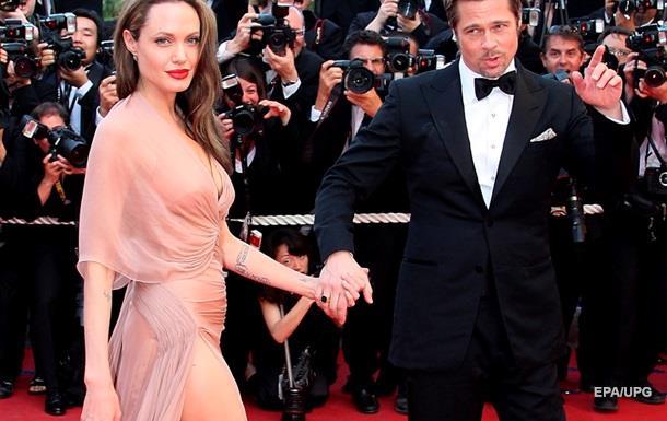 Семейство Питт-Джоли отправили к психотерапевту — СМИ