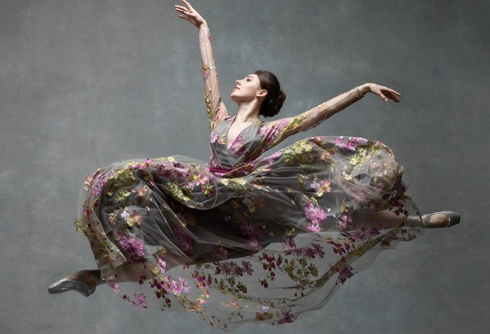 Танцуйте, парите, удивляйте: 15 ошеломляющих фотографий танцоров в движении