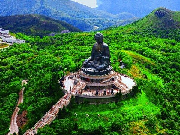Многие туристы хотят погадать в Гонконге.