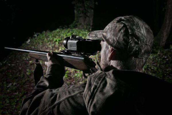 Тепловизионные прицелы для ночной охоты.